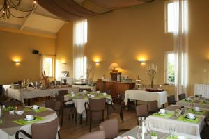 A restaurant or other place to eat at Het Eiken Huis