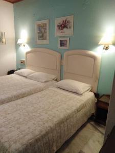 Ένα ή περισσότερα κρεβάτια σε δωμάτιο στο Ξενοδοχείο Κούρος