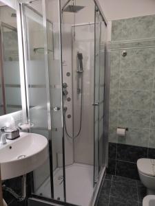 A bathroom at Hotel La Vignetta