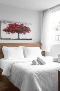 Cama ou camas em um quarto em Ultima Suites, Nilie Hospitality MGMT