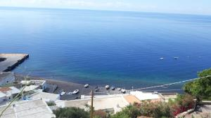 Vista generica sul mare o vista sul mare dall'interno della villa