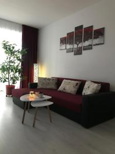 A seating area at Town Centre Flat