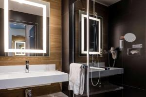 Salle de bains dans l'établissement Brit Hotel Ker Lann Aeroport