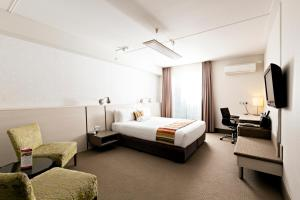 A bed or beds in a room at Jet Park Airport Hotel