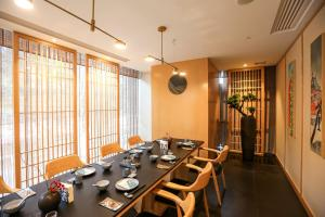 A restaurant or other place to eat at Doubletree by Hilton Hotel Guangzhou