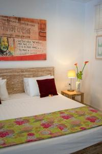 A bed or beds in a room at Gili Khumba Villas