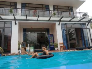 The swimming pool at or close to Hugo Homestay