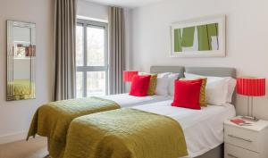 A bed or beds in a room at SACO Bristol - Broad Quay