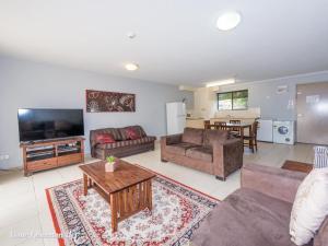 A seating area at Bay Breeze 2 Bedroom Villa 10