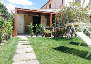 A garden outside Agriturismo Diaccia Botrona