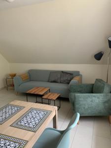 Ein Sitzbereich in der Unterkunft Gasthof Ostwind - ferienwohnungen & meer