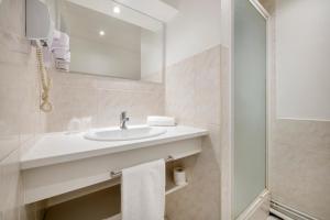A bathroom at Royal Hotel Versailles