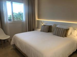 A bed or beds in a room at Mediterraneo Sitges