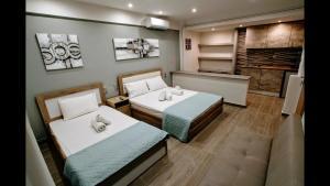 Ένα ή περισσότερα κρεβάτια σε δωμάτιο στο LDG Rooms