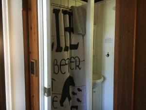 A bathroom at Maple Ridge Cottages