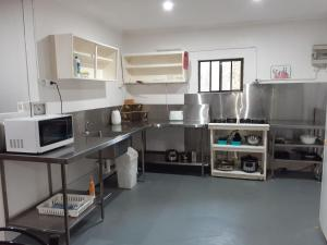 A kitchen or kitchenette at Murray Gardens Cottages & Motel