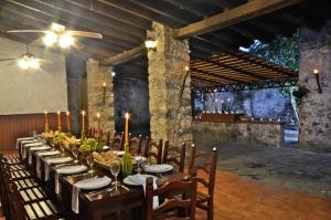A restaurant or other place to eat at Mision Conca