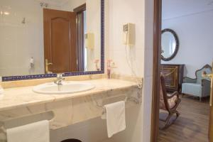 A bathroom at Hotel Los Infantes