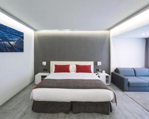 A bed or beds in a room at Sweet Hotel Renasa