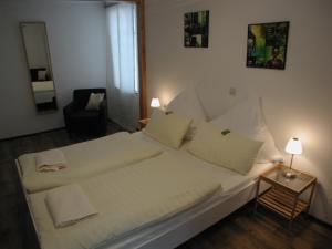 Ein Bett oder Betten in einem Zimmer der Unterkunft Pension Max