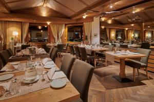 A restaurant or other place to eat at Hotel Alpenrose Wengen - bringing together tradition and modern comfort