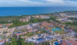 A bird's-eye view of Safira Praia Hotel