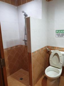 A bathroom at Chaiyapoon Inn