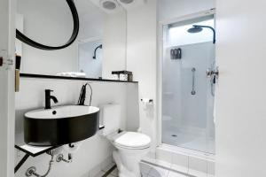 A bathroom at Davis Avenue Apartments