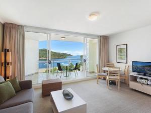 A seating area at Ocean Panorama - 1 Bedroom Oceanview Apt