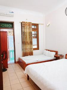 A bed or beds in a room at Ngoc Son Tam Dao Hotel