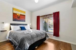 A bed or beds in a room at Short Stays Gippsland Trafalgar