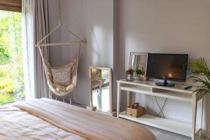 Telewizja i/lub zestaw kina domowego w obiekcie Apartament Willa Port Zacisze