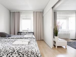 A bed or beds in a room at Kotimaailma Apartments Lahti