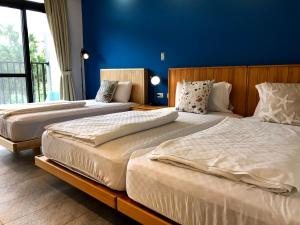 A bed or beds in a room at Notting Hill B&B
