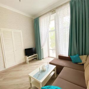 A seating area at Apartment Bunina 8