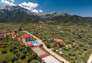 Blick auf Korina Hotel aus der Vogelperspektive