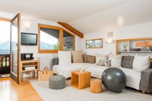 A seating area at Alpin Appartement Reinhard Tritscher
