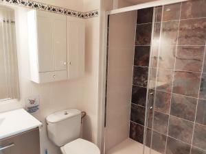 A bathroom at Fantástico y acogedor apartamento APOLO VII