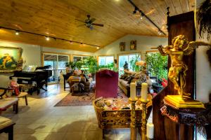 A restaurant or other place to eat at Shambhala Bed and Breakfast