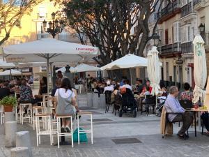 Un restaurante o sitio para comer en La Casa Morada