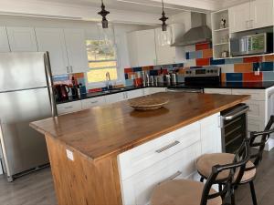 A kitchen or kitchenette at Chalet chez les Petit