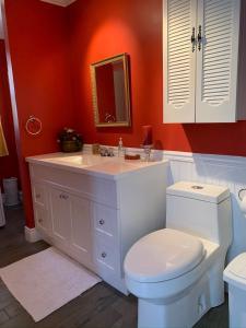 A bathroom at Chalet chez les Petit