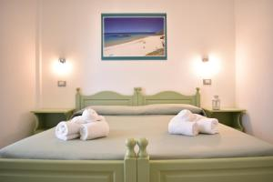 A bed or beds in a room at Hotel Residence Ampurias