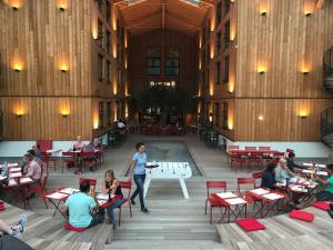A restaurant or other place to eat at RockyPop Hotel (Portes de Chamonix)