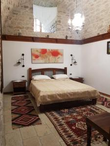 A bed or beds in a room at Konaku Guest house