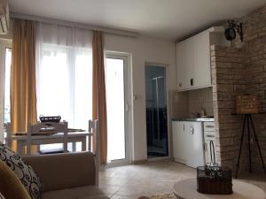 Kuchyň nebo kuchyňský kout v ubytování Apartments Jovanovic