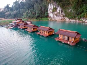 Vue panoramique sur l'établissement Panvaree Resort