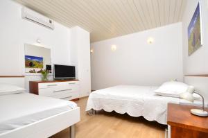 A bed or beds in a room at Villa Dalmatia Apartments