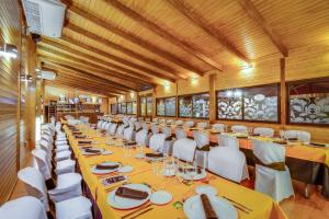 A restaurant or other place to eat at Hotel Ciudad de Martos