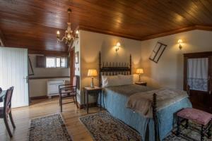 Un ou plusieurs lits dans un hébergement de l'établissement Quintal De Alem Do Ribeiro-Turismo Rural